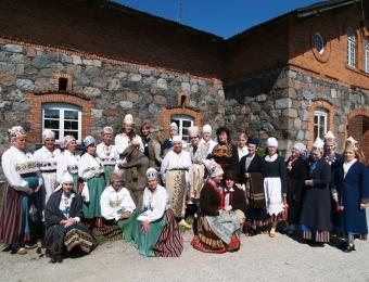 2004. aasta lõpetajad - MTÜ Loometöö ja Rahvakultuurikeskus